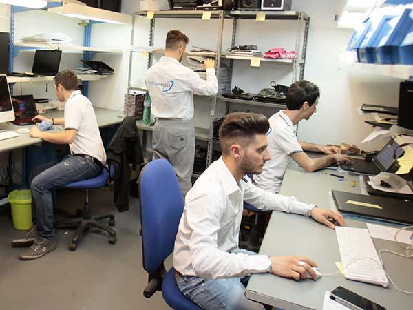 Centro-assistenza-per-riparazione-computer